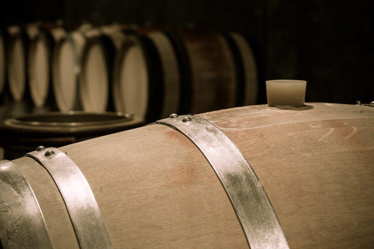 Top-range vintage ageing in oak barrel